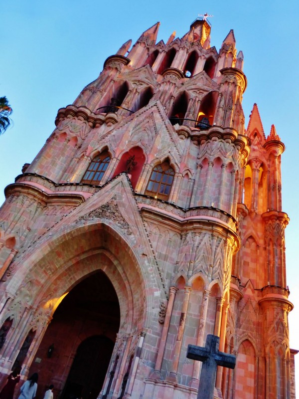 The Parroquia de San Miguel Arcangel Cathedral was a site to behold at dusk. Its tolling bells could be heard for miles around.