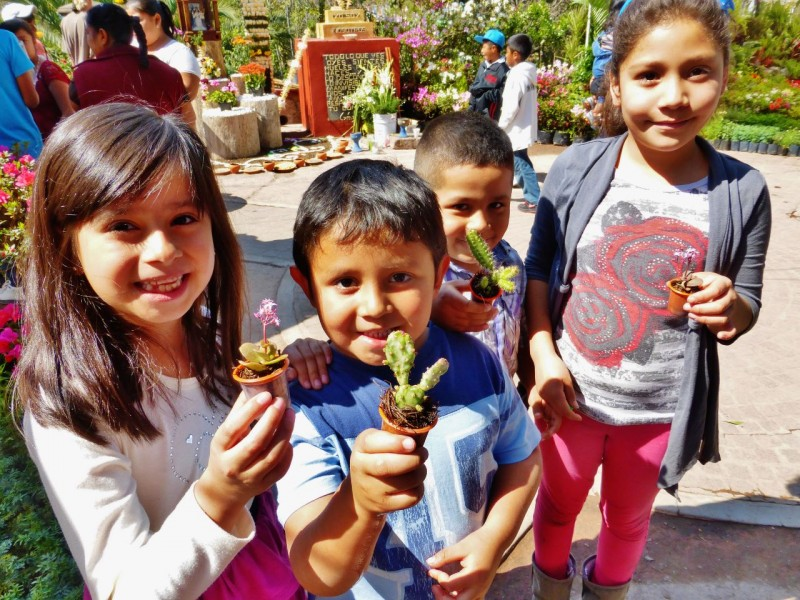 Kat overheard the mother of these kids explaining to them the importance of taking care of their newly acquired tiny, potted plants. They happily posed for a proud picture with their new possessions. Just like American kids right? lol – maybe if they were cell phones!
