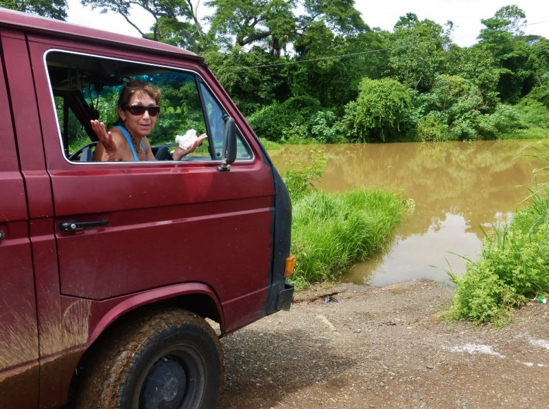The first river crossing we came to was a no-go for sure. Rio Bongo was flooded way over its banks, causing us to backtrack and drive around endless muddy roads most of the afternoon, half lost, trying to get further south and back to the coast.