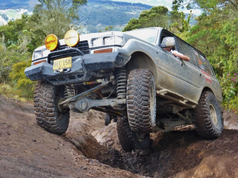 Alvaro's LC80, rolling on 40s, made short work of the trail, but the deep ruts still challenged his suspension and required pushing the ARB button more than once.