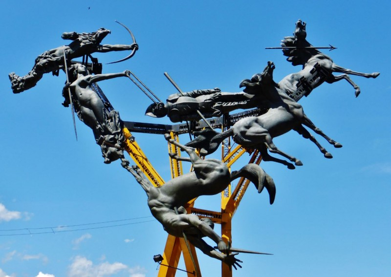 This bizarre statue by Colombian sculptor Rodrigo Arenas Betancourt is found along the highway in the town of Neiva.  It is a bronze menagerie of tumbling horses and slain conquistadores saluting the 1539 rebellion of the indigenous Yalcon people which briefly slowed the Spanish invasion.
