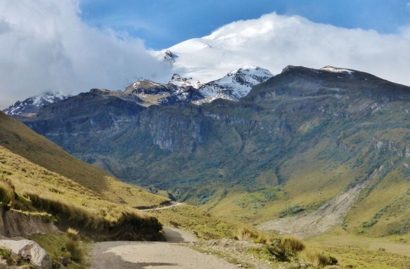 The road to Volcán Cayambe.
