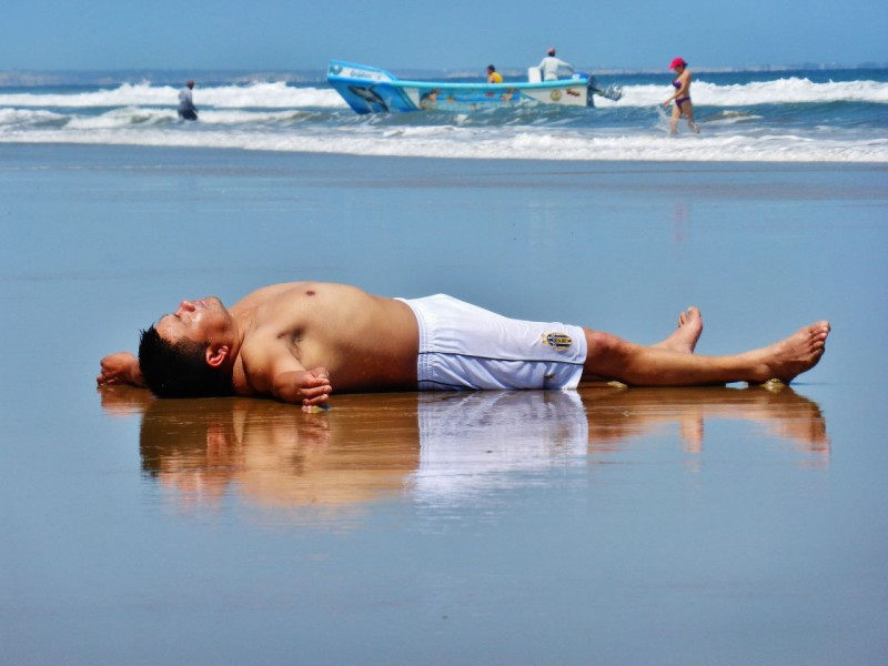Surfside napping, Ecuadorian style…sans wife.