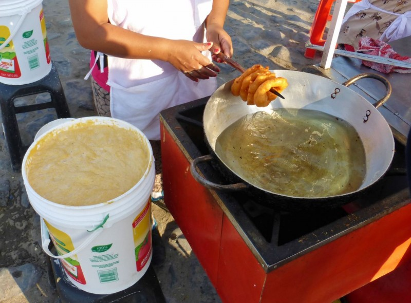 Never did get the name of these things but they started out in the bucket on the left.  A finger was stuck into the sticky paste, whipped in a circular motion and flicked out, producing a round blob of the stuff which was then flung into the bubbling grease and fried into a kind of lumpy donut.   They were served with syrup and people were eating them like mad.  I guess we're missing the Peruvian experience 'cause neither one of us wanted anything to do with them.