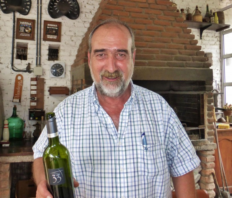 Enrique, the energetic and charismatic owner of Sayta Cabalgatas (Argentinean for horseback riding), greeted us with warmth, enthusiasm and never-empty glasses of delicious red wine.  Our hosts also included Enrique's daughter, Laura and a French couple, Nicolas and Justine, travelers on a long term working stop-over at this delightful guest ranch.