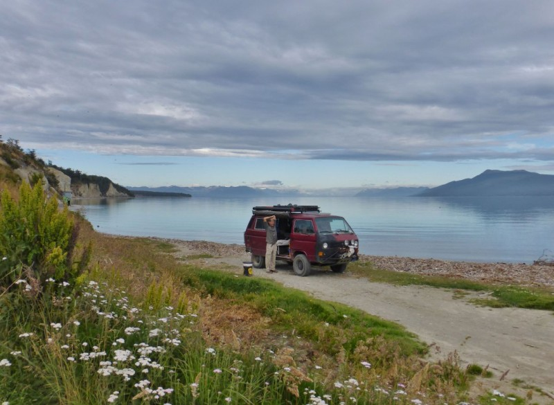 On our final day in Ushuaia, we stayed at El Wagon until 6:00pm, finishing up the last blog, so we only made it 70 miles north to camp on the shores of lovely Lago Fagnano.